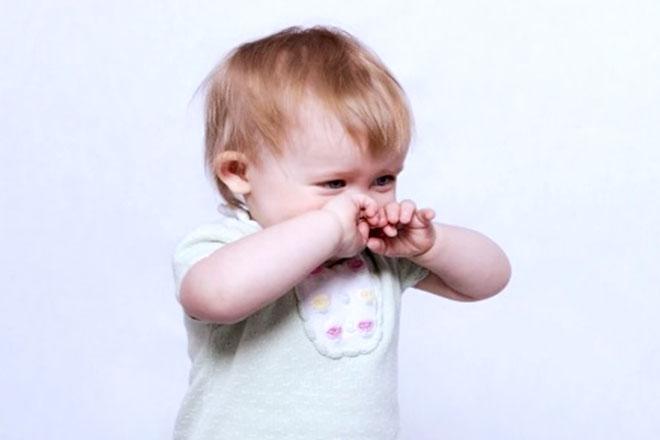 Bé sơ sinh bị nghẹt mũi