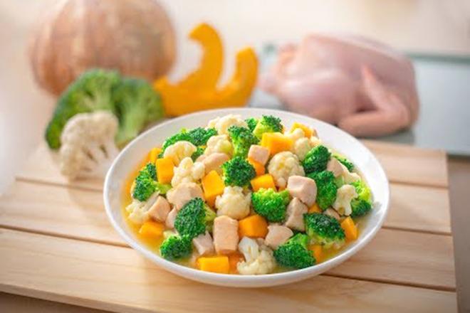 Gà trộn rau củ