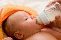 Cho trẻ bú sữa mẹ từ nguồn khác có nguy cơ bị nhiễm bệnh