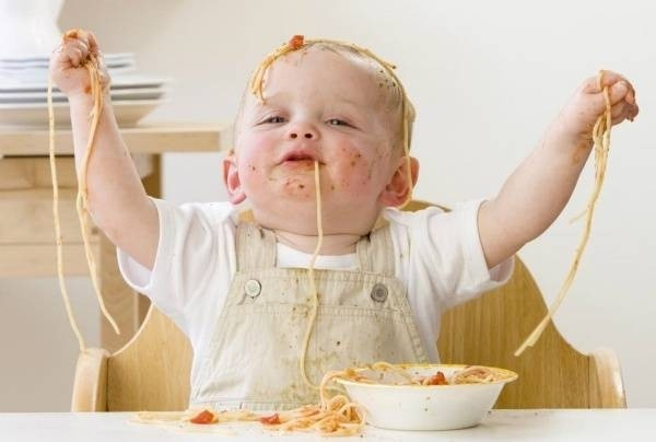 25089-baby-eating-spaghetti-5076-1436583602.jpg