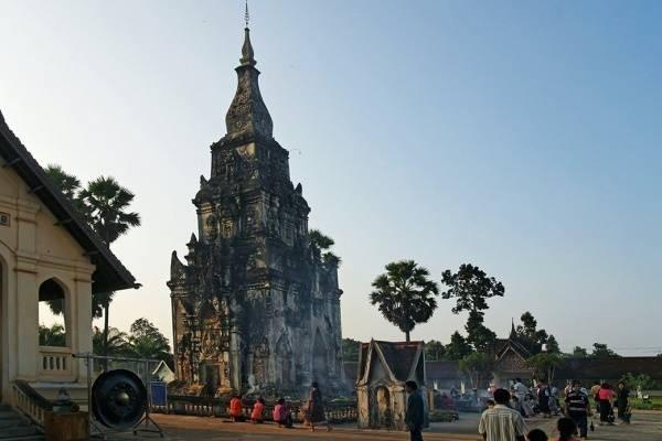 26002-that-ing-hang-stupa.jpg