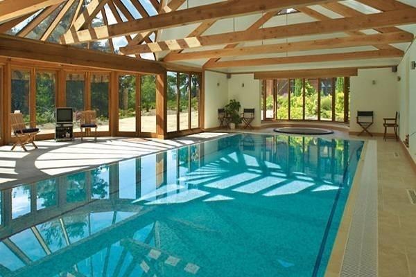 Vệ sinh bể bơi an toàn và hiệu quả