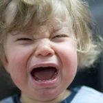 Em bé khóc trong quán ăn và cách cư xử đáng suy ngẫm của người lớn