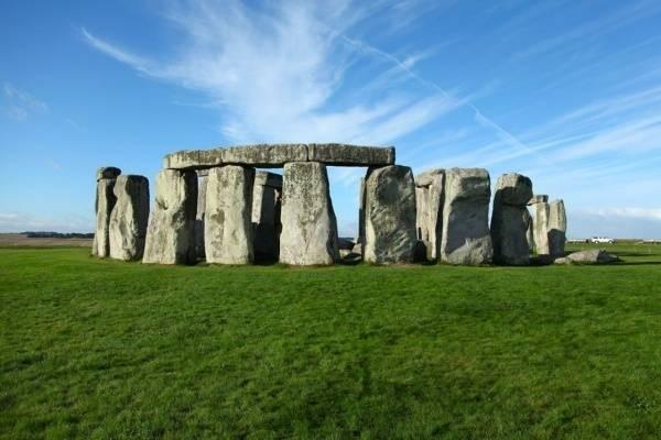 26988-den-tho-stonehenge1.jpg
