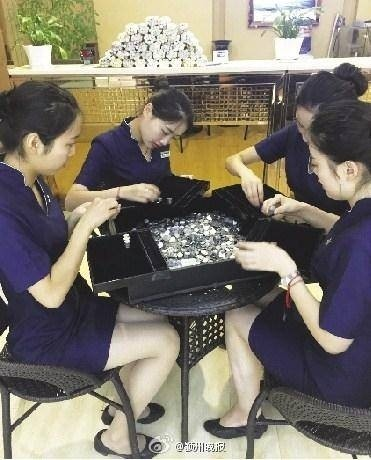 29148-mang-150kg-tien-xu-di-mua-nhan-kim-cuong-cau-hon714773.jpg