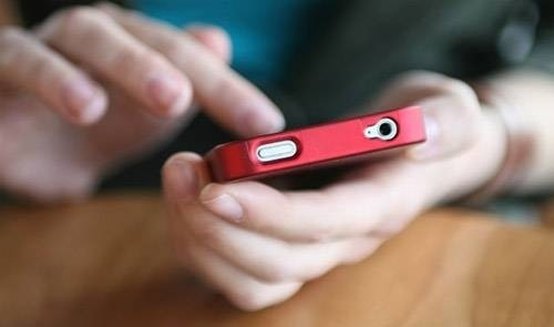 29545-1439173422-smartphoneaddict.jpg