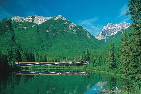 30912-rocky-mountaineer2.jpg