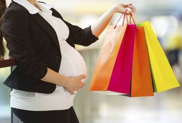 31664-pregnant-woman-maternity-shopping.jpg