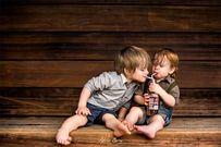 Bộ ảnh kỳ nghỉ đáng yêu của hai anh em tại đồng quê