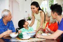 7 phép lịch sự tối thiểu cha mẹ phải dạy con khi ngồi vào bàn ăn