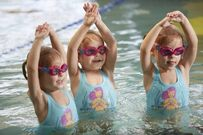 Cách phòng tránh 5 căn bệnh thường gặp khi trẻ đi bơi