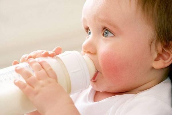 Hướng dẫn 4 cách rơ lưỡi an toàn cho trẻ