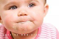Cách hay trị dứt điểm tật trẻ hay ngậm và phun thức ăn