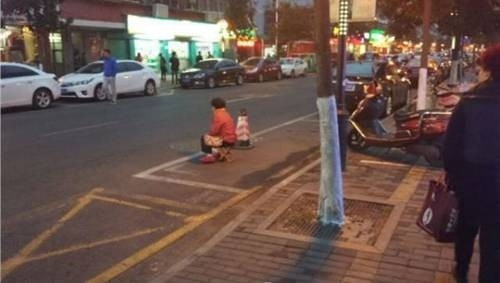 38572-nanjing-parents-watch-parking-8789-7008-1448727093.jpg