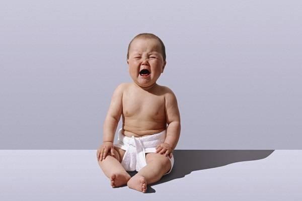 Vì sao trẻ sơ sinh hay quấy khóc không chịu ngủ?