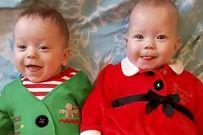 Cặp song sinh thụ tinh trong ống nghiệm hồi phục kỳ diệu đón Giáng sinh