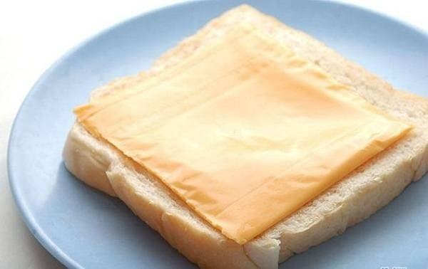 42257-lam-banh-mi-sandwich-trung-chien-xuc-xich-cap-toc-cuc-ngon-1.jpg