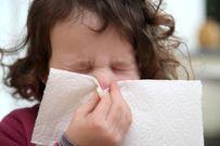 Trẻ có thể hỏng tai chỉ vì xì mũi không đúng cách