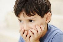 Tìm hiểu nguyên nhân trẻ bị tự kỷ và cách phòng tránh kịp thời