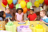 Bé 8 tuổi tử vong trong ngày sinh nhật chỉ vì một quả bóng bay