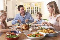 7 ý tưởng cực hay để các ông bố duy trì bữa ăn tối gia đình