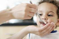 5 bước tập cho trẻ từ ăn cháo sang ăn cơm dễ dàng