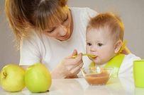Mẹ cho con ăn dặm không đúng cách có thể khiến trẻ suy dinh dưỡng