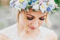 Muôn kiểu tóc cô dâu tuyệt đẹp với vương miện hoa