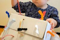 Hướng dẫn các bố làm hộp đồ chơi giật dây khiến bé