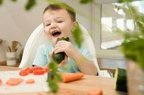 Cho trẻ ăn quá nhiều rau xanh dễ khiến con thiếu chất, suy dinh dưỡng