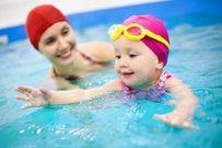 5 bệnh trẻ có thể gặp phải khi đi bơi mẹ nên lưu ý để phòng bệnh cho con