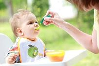 4 hậu quả mẹ không thể ngờ khi ép trẻ ăn