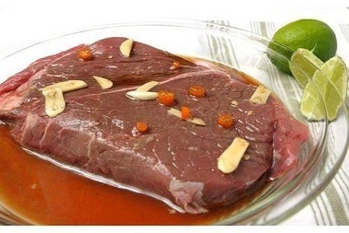 50461-500-354-cuoi-tuan-lam-salad-bo-nuong-chua-cay-cuc-ngon-7f08.jpg