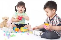 Những mặt trái của việc mẹ dạy con nhường đồ chơi cho bạn