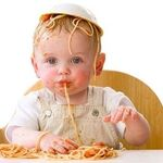 Trẻ tập ăn thô sớm có gây đau dạ dày như mẹ nghĩ?