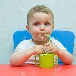 5 bước tập cho bé uống nước bằng ống hút cực nhanh