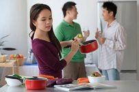 Đàn bà đừng nghe chồng nịnh mà ở nhà chăm con, ăn bám chồng