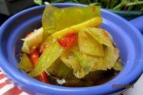 Hướng dẫn cách muối dưa chua cay, giòn sật từ vỏ dưa hấu bỏ đi