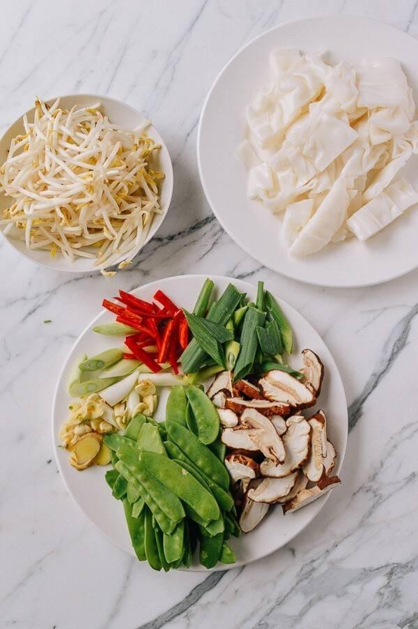 51557-vegetable-chow-fun.jpg