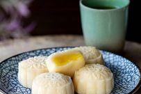 Trổ tài làm bánh Trung thu dẻo nhân kem trứng sữa truyền thống ngọt lịm