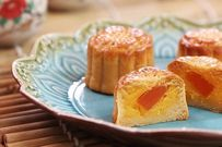 Hướng dẫn làm bánh Trung thu mini nhân trứng sữa thơm lừng ai nhìn cũng muốn ăn