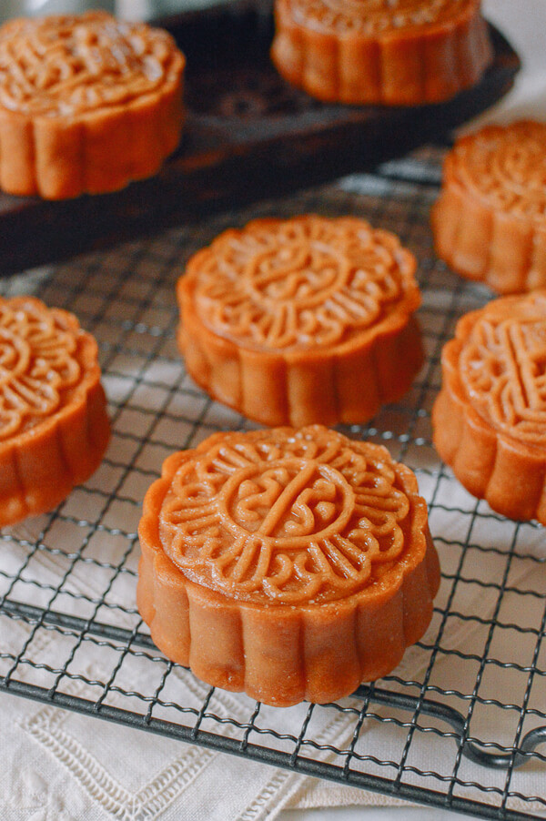 lotus-mooncakes-33