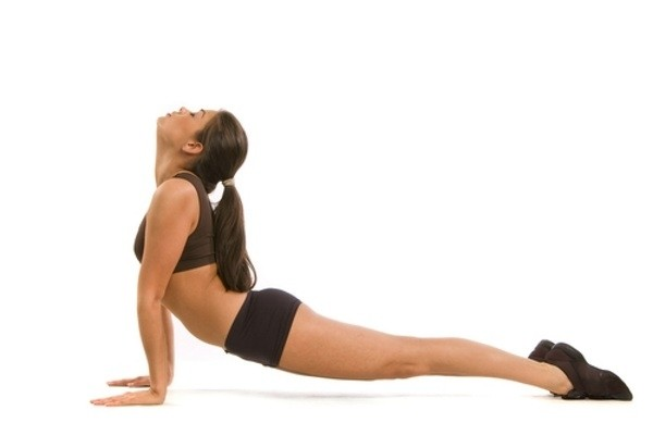 yoga-giam-mo-bung-upward-facing-dog