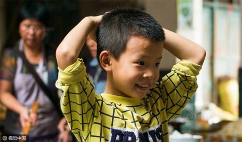 cau-be-8-tuoi-lam-10000-chiec-banh-mot-ngay-de-giup-do-gia-dinh-child_dumpling_1.jpg