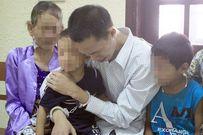 Nước mắt người cha mang án tử bên hai con thơ dại