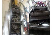 Thang cuốn trong trung tâm thương mại nổ tung, khách hàng hoảng loạn