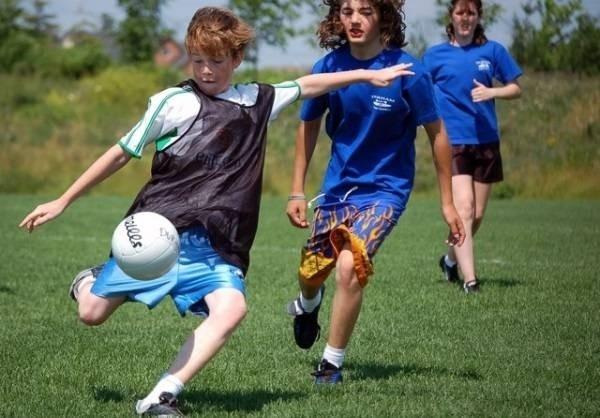 Image result for vì sao trẻ nên chơi thể thao nhiều