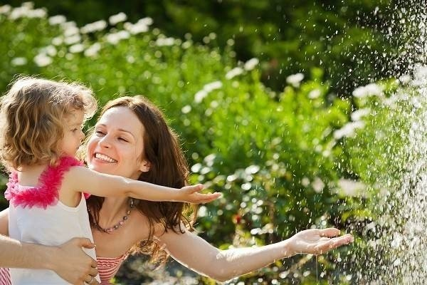 6312-mom-daughter-water3-7cfc1.jpg