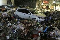 Vội vàng đỗ xe để đi nhậu, người đàn ông hết hồn thấy ôtô ngập trong 10 tấn rác