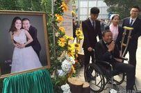 Lễ cưới xúc động: Chú rể cụt chân vẫn nguyện quỳ gối cầu hôn cô dâu